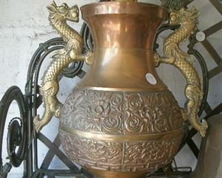 LARGE VINTAGE ORNATE BRASS DRAGON HANDLE URN LAMP
