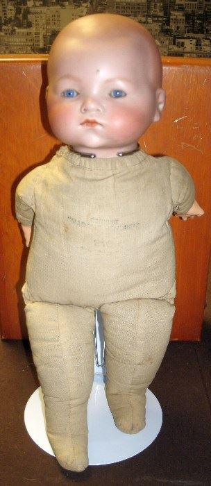 1920'S MADAME HENDREN SLEEPING DOLL WITH MOVABLE BLUE EYES #316