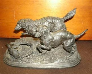 VINTAGE DOG HUNT THE PARTRIDGE SCULPTURE(CAST METAL)