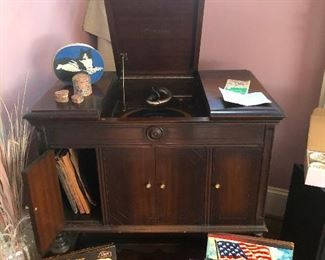 Antique VICTOR VICTROLA GRANADA ORTHOPHONIC Model Phonograph from the 1920's that plays. We will be playing this at the sale!