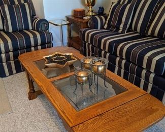 Drop-leaf coffee table