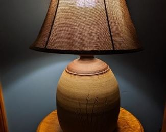 Potter lamp with woven shade (2)