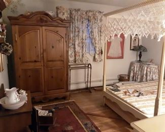 Four Poster Bedroom Suite