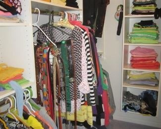 TONS OF WOMEN CLOTHING SIZE LARGE AND XL