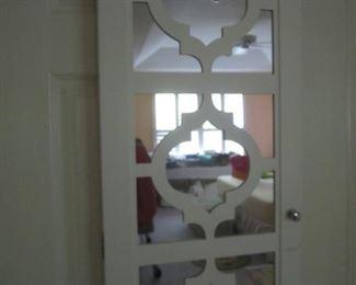 JEWELRY HANGING CABINET ON DOOR