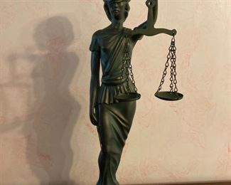 Nice Scales of Justice figurine .