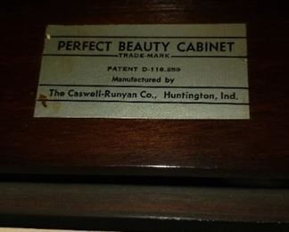 Vtg Caswell-Runyan Co. Walnut Wood Perfect Light Up Beauty Cabinet 20x13x30