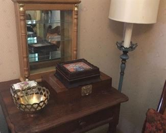 Side table, lamp, small curio