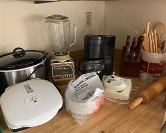 2 crockpots and many other small appliances
