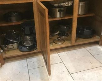 Lots of kitchen ware