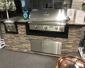 $10k retail outdoor patio complete kitchen, what a piece!  Brand New!!