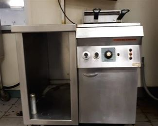 Hatco Global Double Basket Deep Fryer w/ attached Heat Table