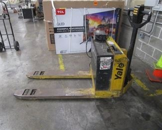 Yale Electric Pallet Jack Model MPB040ACN24C2748 Fully Functioning w/Charger