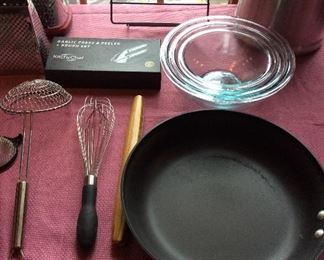 More frying pans, Kitchy Chef, Glass Bowls, Kitchenware