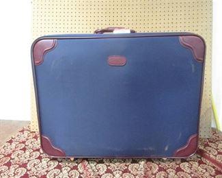 American Tourister Suitcase Set