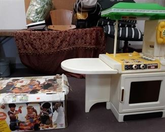 Childs Kitchen Play Set & Omagles Construction Play Set