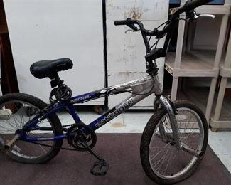 Mongoose Crush Aluminum Bicycle w/ Pegs