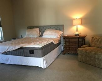 King size bed by Stearns and Foster Estate Bed. Like new.  Orig sold for 1350.   PRICE: $400.