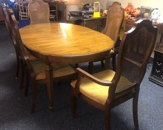 Dining room table with 3 leafs, 5 chairs and pads