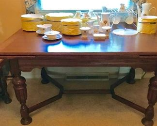 Oak dining room table with 6 chairs and captain chair