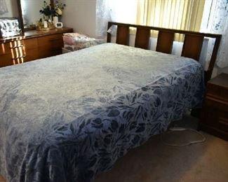 REVERIE ADJUSTABLE BED