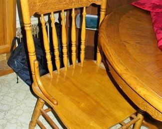 ROUND PEDESTAL TABLE WITH CLAW FEET AND CHAIRS  NICE CONDITION