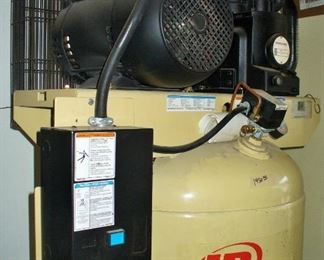 INGERSOLL RAND COMPRESSOR LIKE NEW CONDITION.  CHECK OUT OTHER PICTURE TO SHOW THE REST OF THE COMPRESSOR