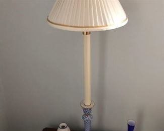 Blue and white side lamp; blue vases