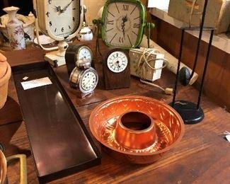 New clocks, gelatin bold on harvest table