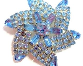 Vintage ladies rhinestone brooch pin, star  burst form, hardware on reverse has been  replaced. Measures approx 3 in in diameter.  Ladies vintage costume estate jewelry,  fashion accessories, wearable accessory, Statement jewelry.
