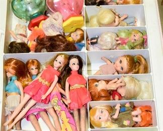 Lots of vintage dolls and toys