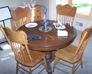 ROUND OAK TABLE , 4 PRESS-BACK CHAIRS & SMALLS
