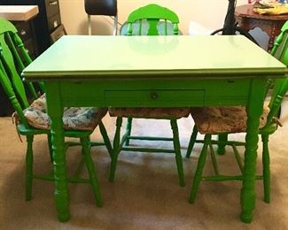 Cute wooden table w/ enamel top and 4 chairs