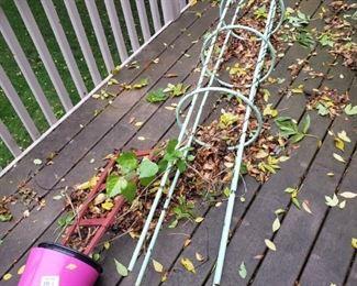 Outdoor gardening items