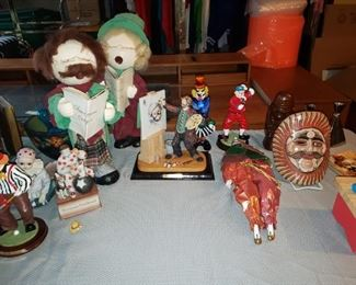 Clown figurines, more decor