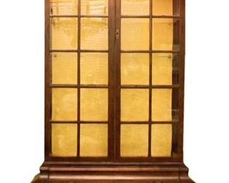 Bombe Front China Cabinet