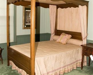 Davis Cabinet Co Canopy Bed