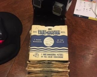 VINTAGE BAKELITE VIEWMASTER WITH DISCS