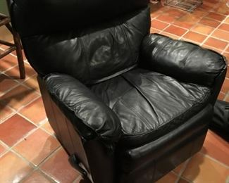 NICE LEATHER RECLINER