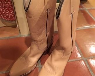 NEW FRYE BOOTS SIZE 7.5B