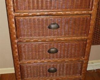 Matchjing 5 drawer chest