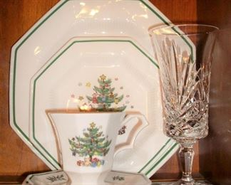 CHRISTMAS DISHES           SET OF CRYSTAL GLASSES