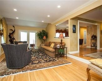 Decor available and area rug in this room