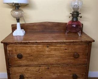 8382 Antique Buffet Tablemin