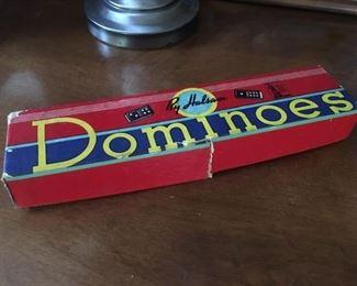 8382 Dominoesmin