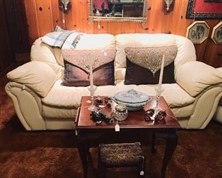 Leather sofa and matching chair - Queen Anne-style Mahogany side table