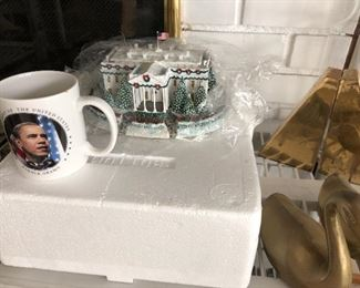 Obama White House miniature, Obama coffee cup