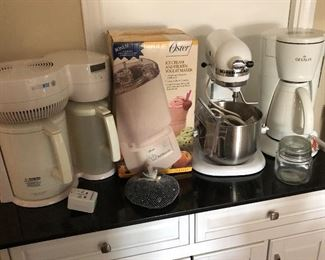 coffee makers, stand mixer, bread machine,