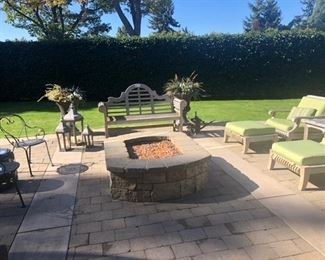 Overview of outdoor furniture available.