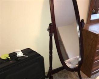 Oval freestanding mirror